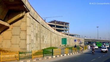 Structure en terre renforcée, voie aérienne de Faridabad (survol de Badarpur), Delhi, Inde