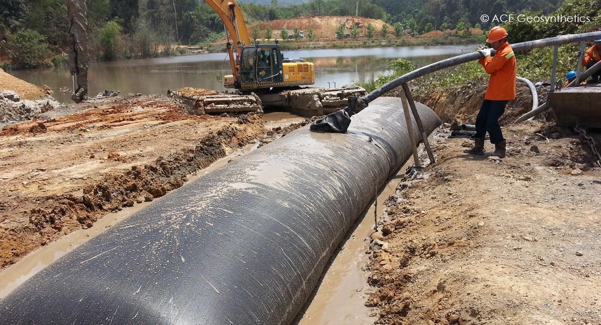 Utiliser un tube géotextile comme traitement d'assèchement des boues minières, Indonésie